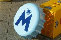 Reproducción sobredimensionada Chapa y Botella MORITZ